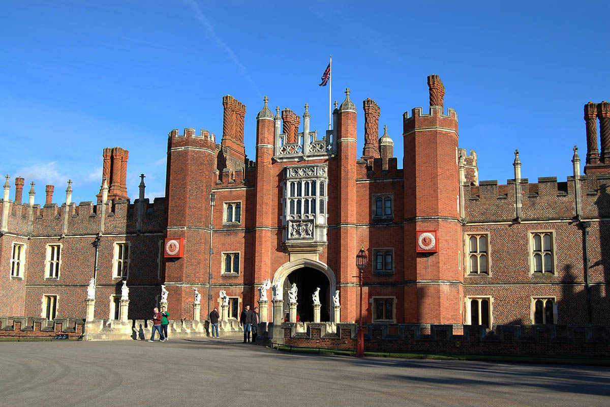 Discover London - Day Tours from London - Hampton Court Palace