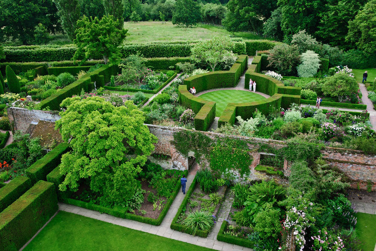 Discover London - Special Interest tours - Sissinghurst Garden