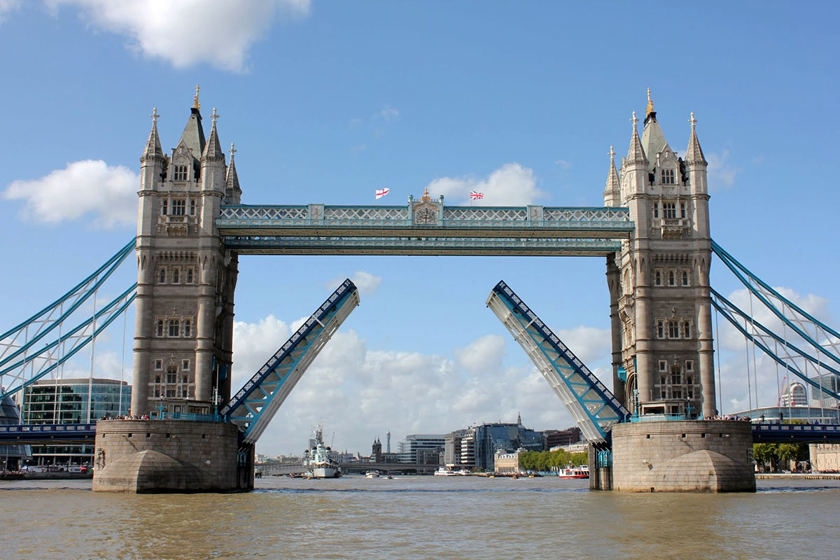 Discover London - Half day tours - Tower Bridge