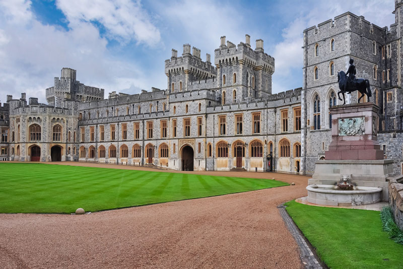 Windsor Stonehenge Tour - Day Tours from London - Oxford - Radcliffe Square